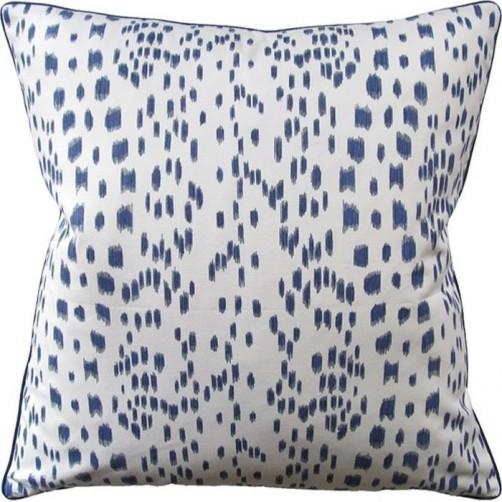 les touches blue pillow